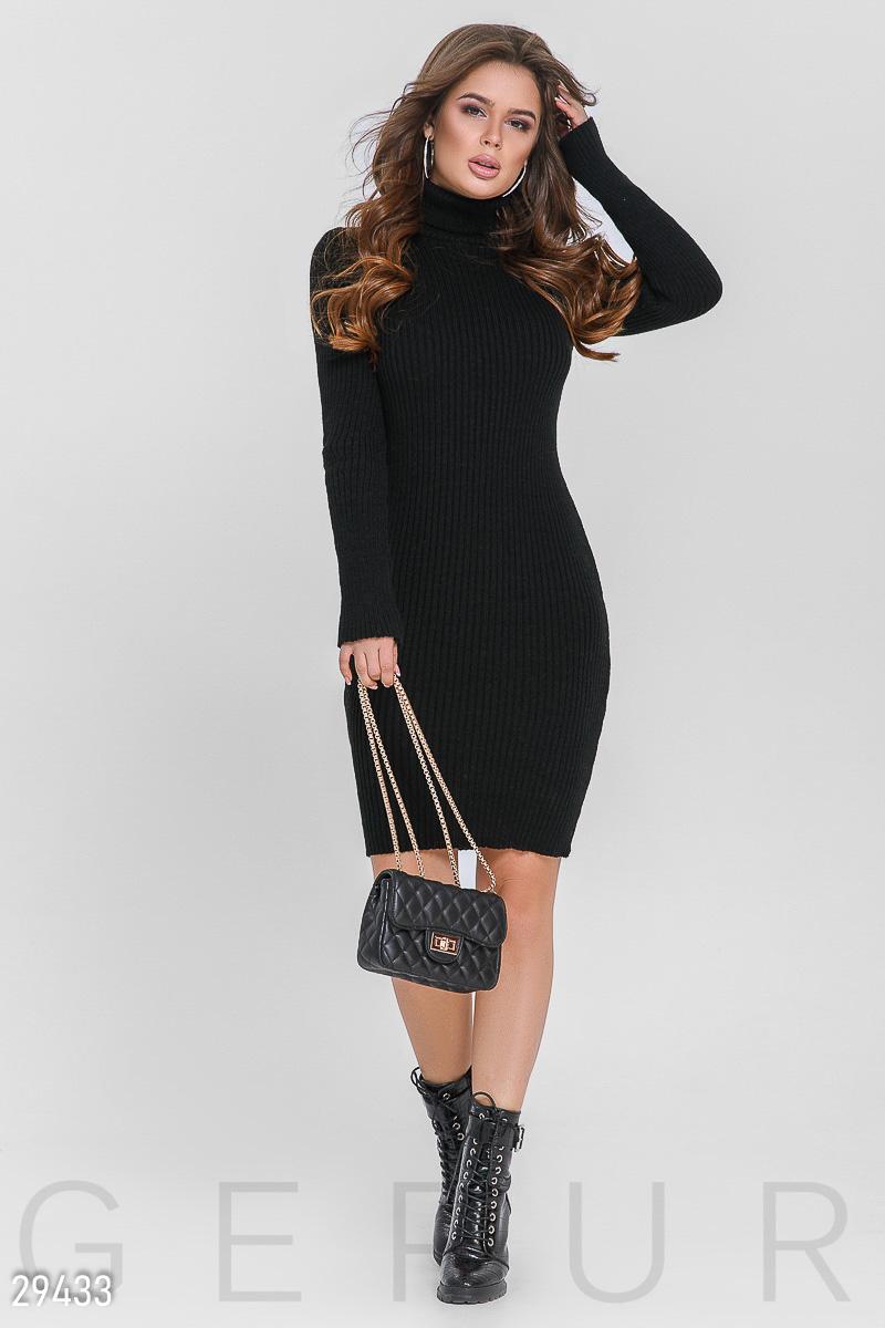Вязаное приталенное платье с высокой горловиной и длинным рукавом цвет черный