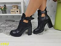 Ботинки деми на невысоком широком толстом каблуке со змейкой и застежкой