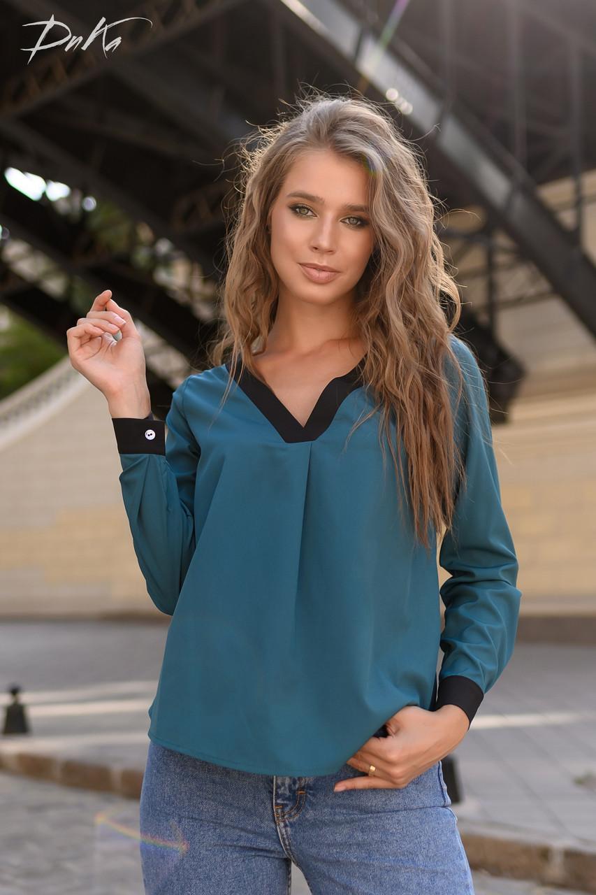 Свободная блузка с контрастными вставками