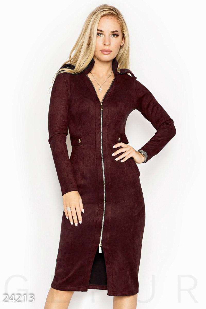 Платье облегающего кроя выполненное из эко-замши на эластичной основе цвет марсала
