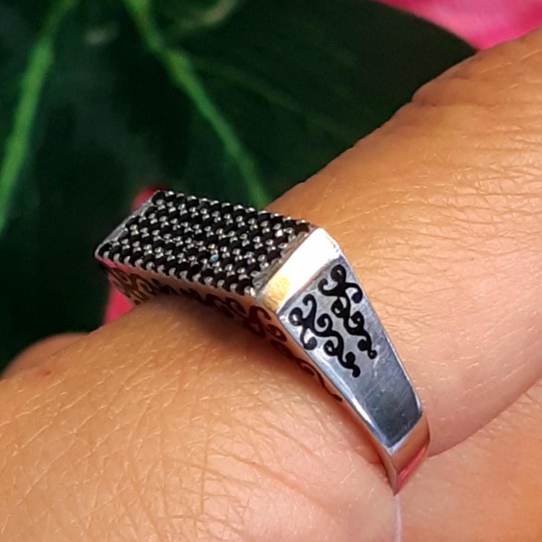 Серебряное кольцо с эмалью и черными камнями - Кольцо печатка серебро 925