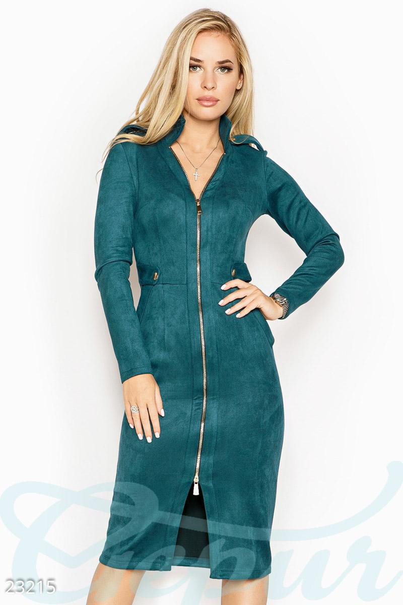 Осеннее платье по фигуре два кармана и небольшой разрез спереди цвет морская волна