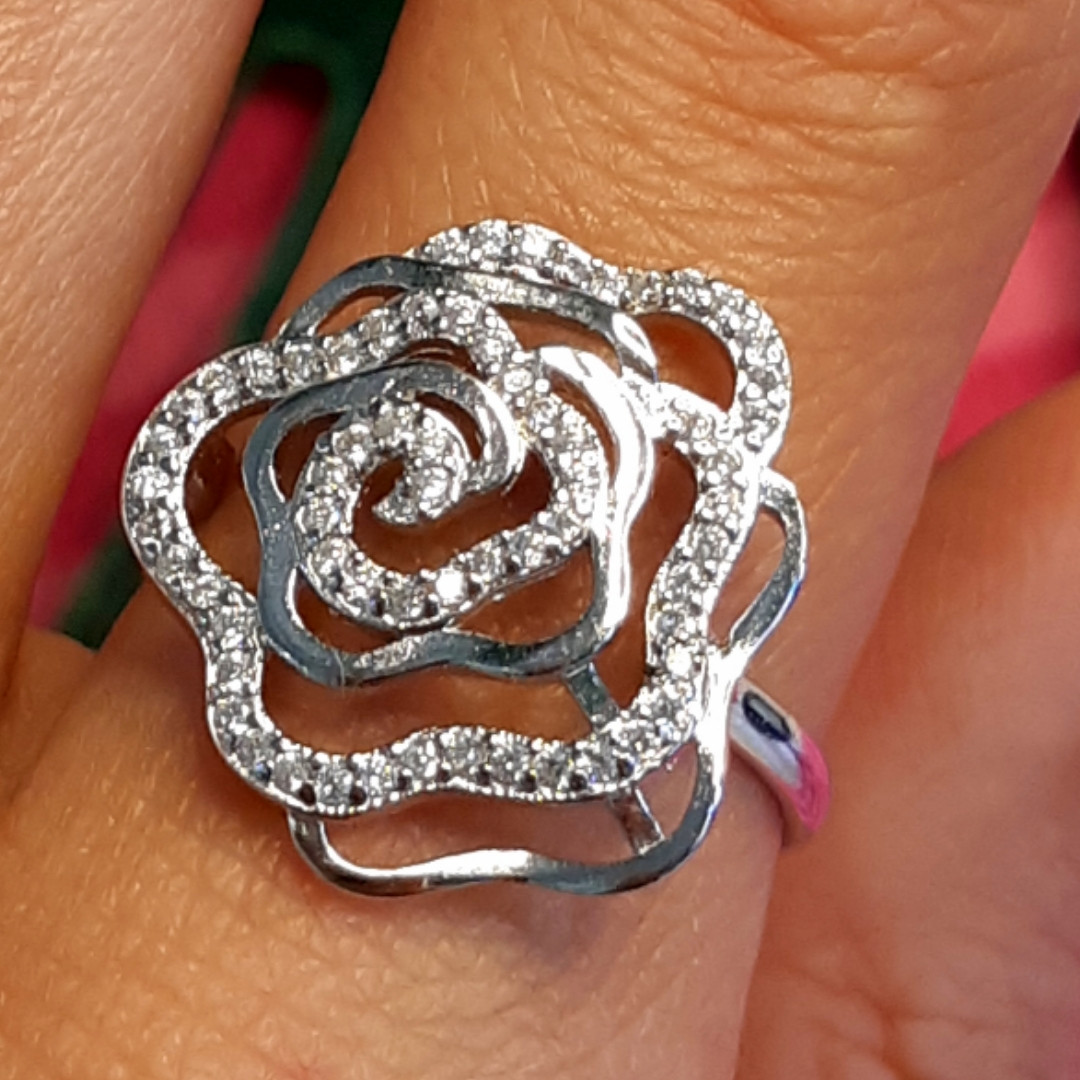 Серебряное родированное кольцо Роза с фианитами
