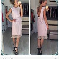 Платье прямое свободного кроя с глубоким вырезом на спине и кружевом по низу бежевого цвета