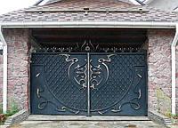 Ворота кованные, зашитые металлическим листом