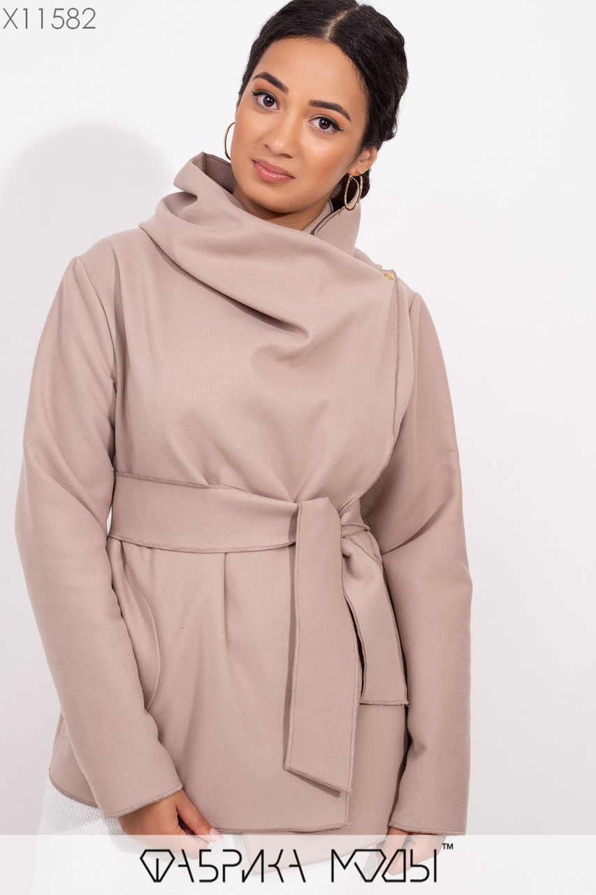 Короткое пальто-разлетайка с капюшоном, прорезными карманами и съемным поясом X11582