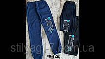 Спортивные штаны для мальчика на 9-12 лет синего цвета с надписью на манжете оптом