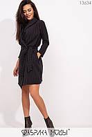 Короткое платье пиджак приталенного кроя с V-образным вырезом, шалевым воротником съемным поясом по талии и прорезными карманами 13634