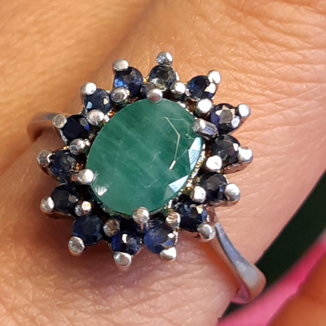 Серебряное кольцо с натуральным сапфиром и изумрудом
