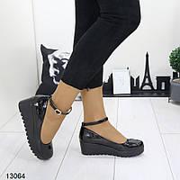 Туфли женские черные на танкетке А13064