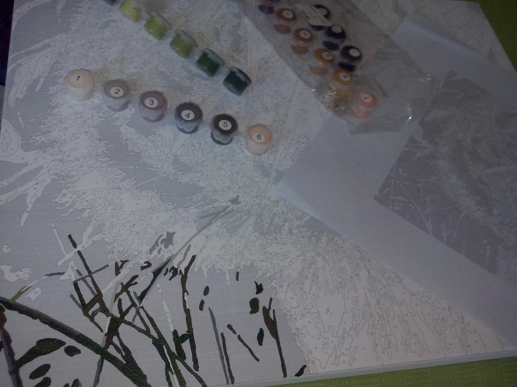 Очень приятно ложится краска, тонкие линии и штрихи прорисовываются с первого раза. Рисуется в удовольствие)