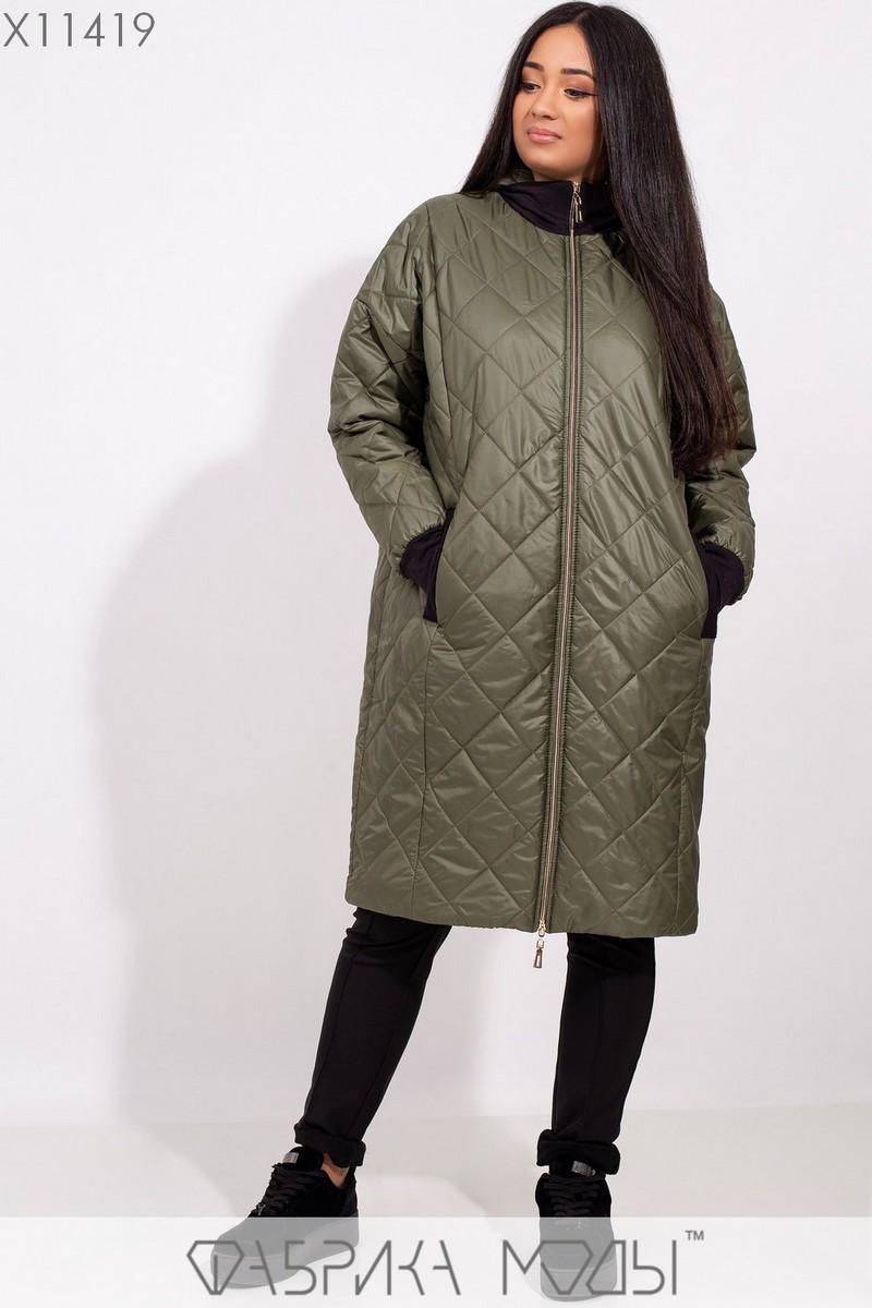Пальто-стежка прямого кроя с капюшоном, рукавами на манжете и прорезными карманами X11419