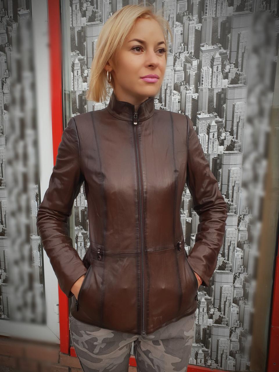 Женская осенняя кожаная куртка