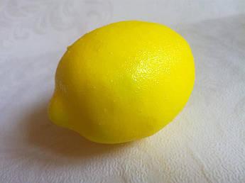Лимон,10 см.