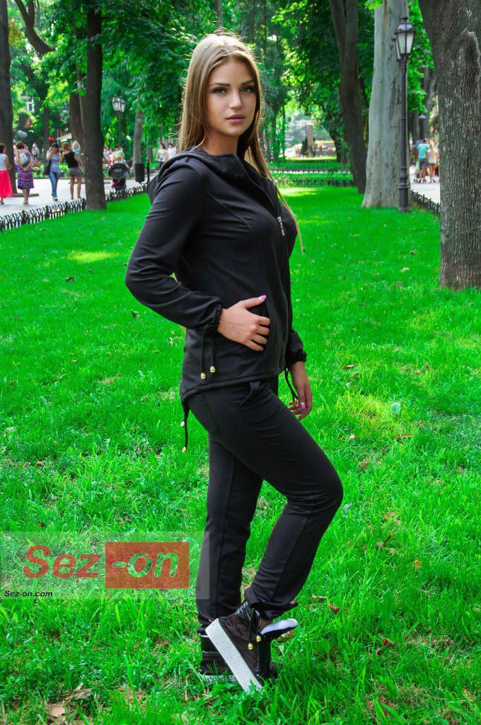 Костюм спортивний жіночий з капюшоном ― Чорний