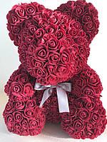 Мишка из искусственных 3d роз в коробке 25 см бордовый