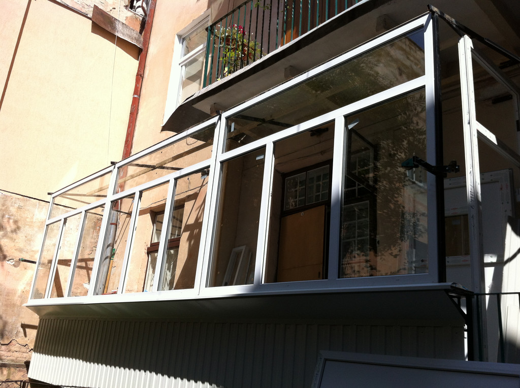 Балкон  -вхід по балкону