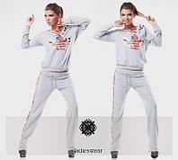 Женский спортивный костюм с вышивкой