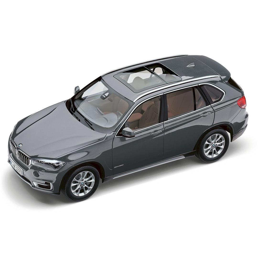 Оригинальная коллекционная модель BMW Miniatur X5 (F15), масштаб 1:18, цвет space grey (80432318988)