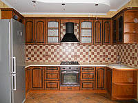Кухня з патонованими фасадами