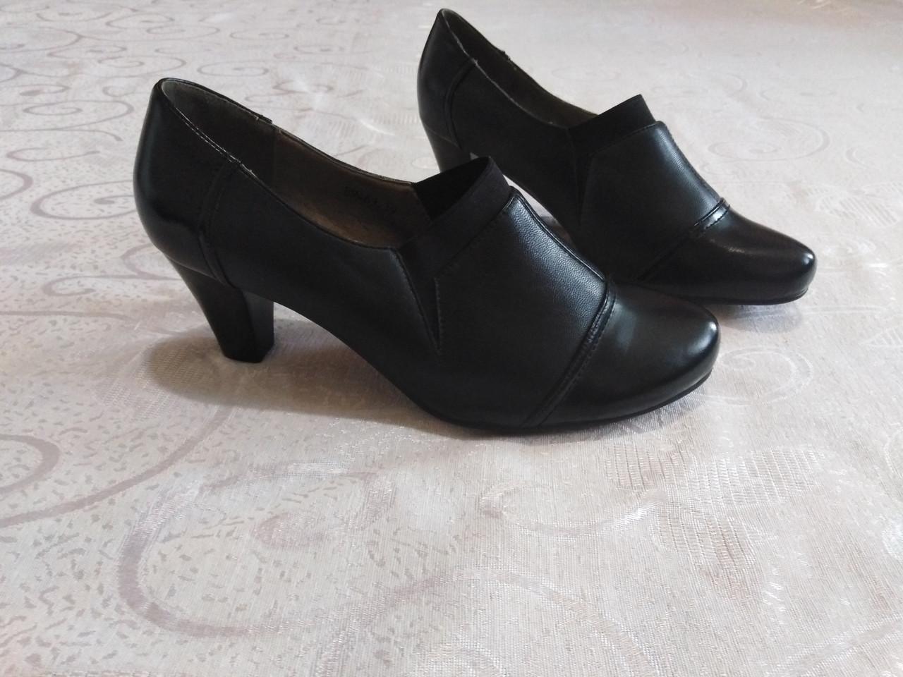 Закрытые туфельки на каблуке