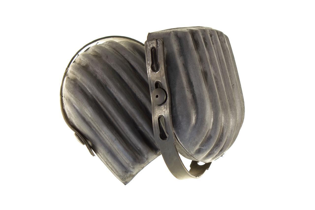 Наколенники защитные, резиновые. Housetools 82B160. Изготовлены из мягкой резины, имеют регулируемое крепление