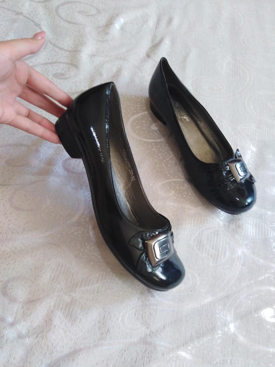 Туфли на небольшом каблуке, балетки 39-40 р