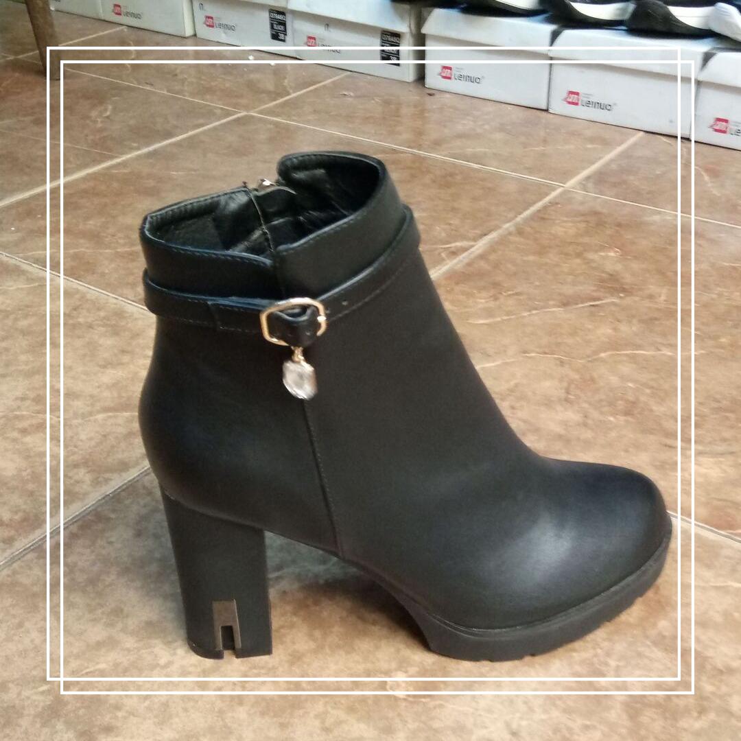 Женские демисезонные ботинки L@M черная кожа с подвеской А595-15, 40