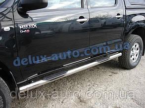 Боковые пороги труба с проступью на Toyota Hilux 2007+ Пороги трубы нержавейка хром на Тойота Хайлюкс 2007+