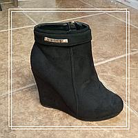 Женские демисезонные ботинки MeiDeLi танкетка черная замша, 39