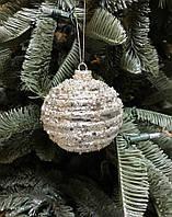 Новогоднее украшение Рождественский шар горизонтальные линии, серебристый, 8 см