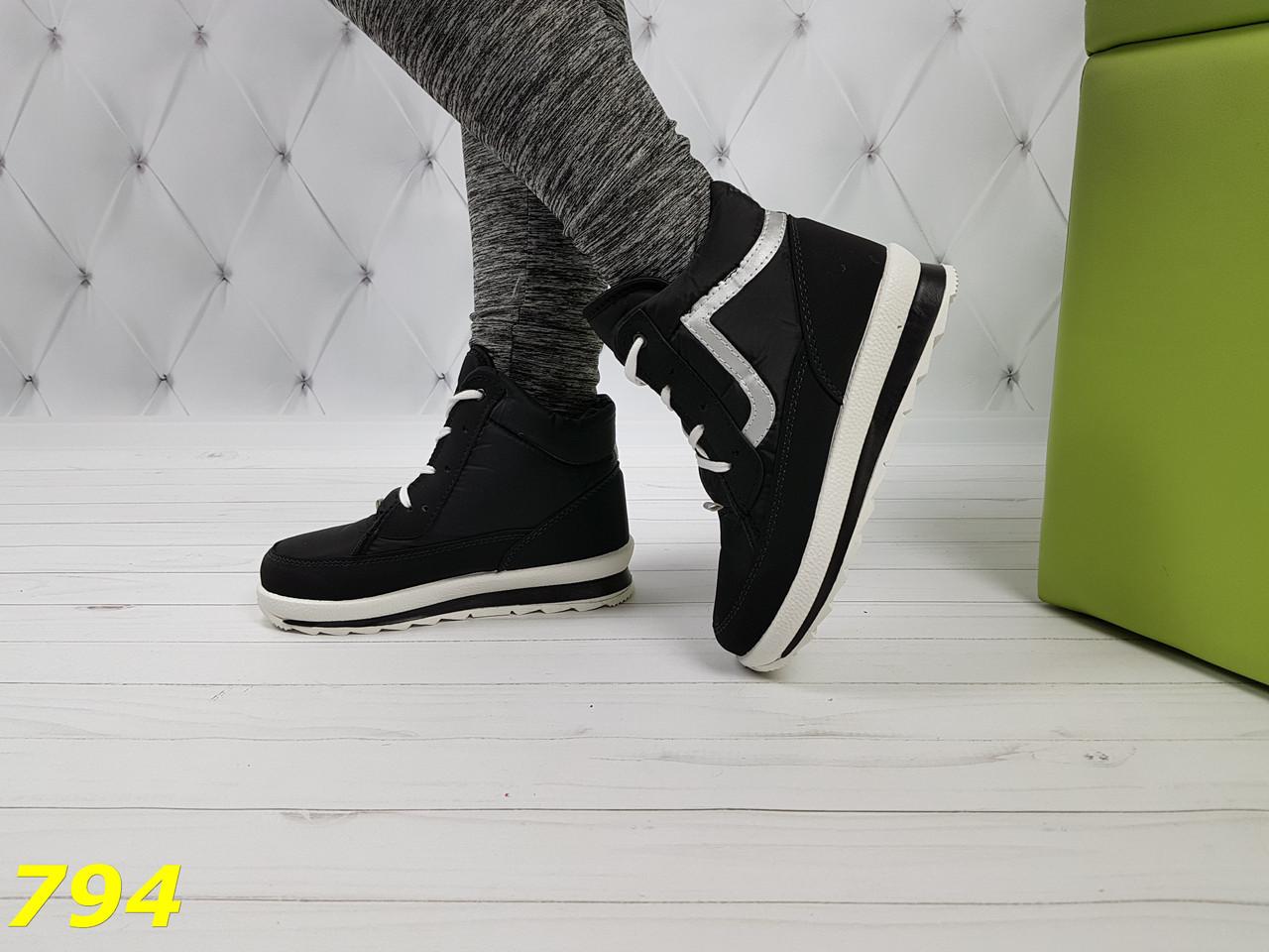 Ботинки дутики зимние на шнуровке черные снежинки