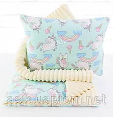 Плед и подушка с единорогами и радугой мятно-молочного цвета