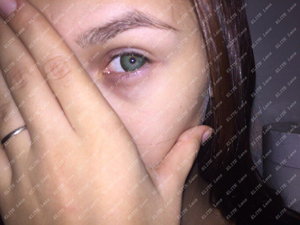 """Натуральные зелёные линзы, оттеночная модель """"Грин 2"""" на светлых глазах"""