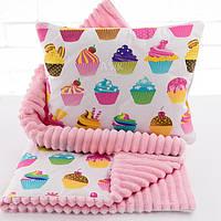 Плед и подушка с кексами розового цвета