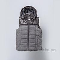Жилет утепленный с капюшоном для мальчика Модный карапуз 03-00789 116