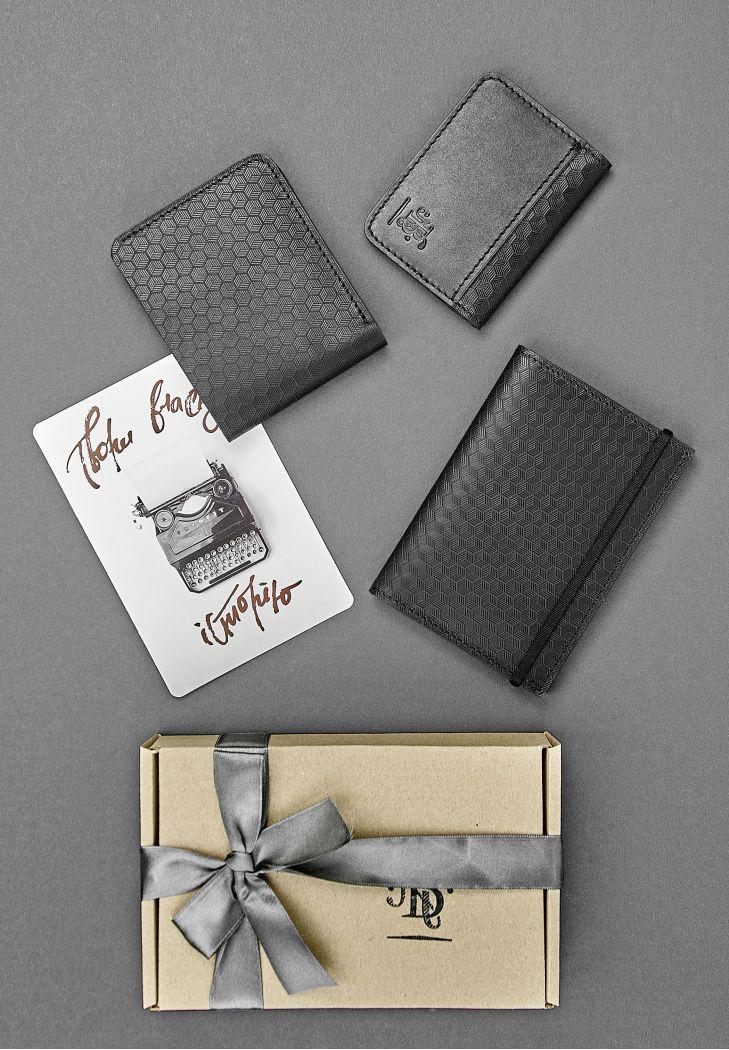 """Чоловічий подарунковий набір шкіряних аксесуарів """"Мілан"""": портмоне, обкладинка на паспорт і кард-кейс"""