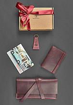 """Подарочный набор кожаных аксессуаров для путешественника """"Венеция"""". Цвет фиолетовый"""