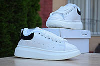 Женские зимние кроссовки в стиле Alexander McQueen белые с чёрным, фото 1
