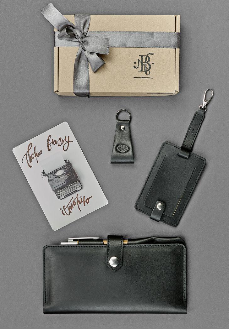 """Подарочный набор кожаных аксессуаров для путешественника """"Берлин"""": тревел-кейс, бирка для багажа и брелок"""