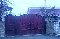 Кованные ворота с калиткой зашитые профнастилом