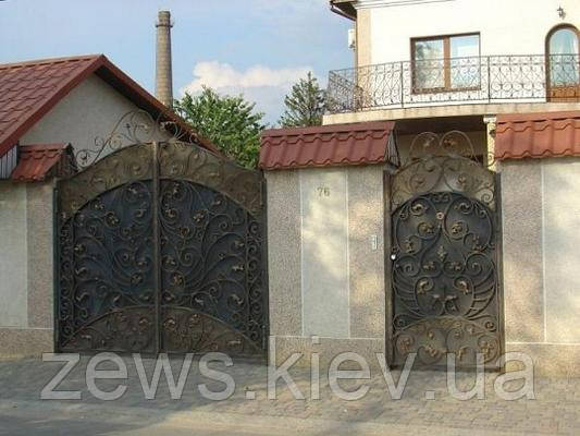 Кованные калитка и ворота