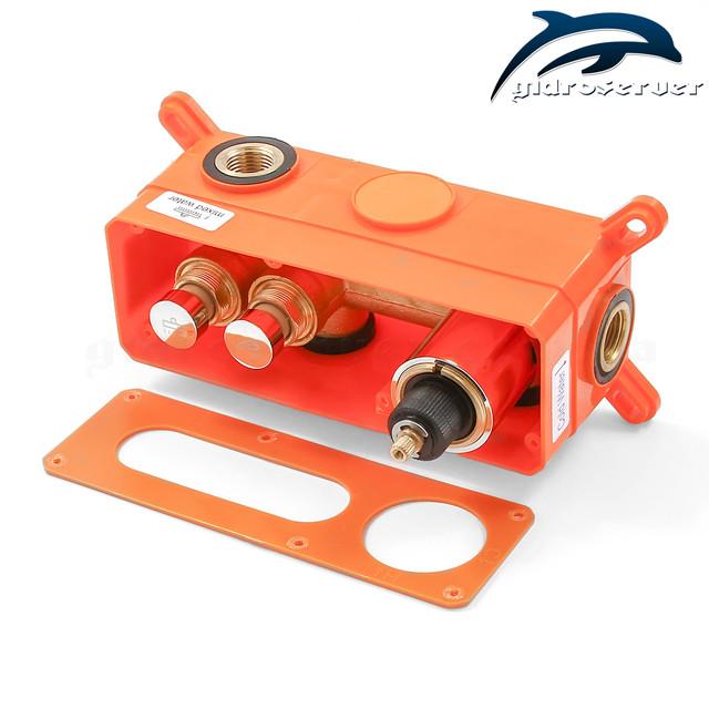 Смеситель скрытого монтажа для душа термостатический GTB-02 оборудован пневмо кнопками для переключения режимов работы.