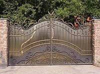 Ворота распашные кованные с поликарбонатом