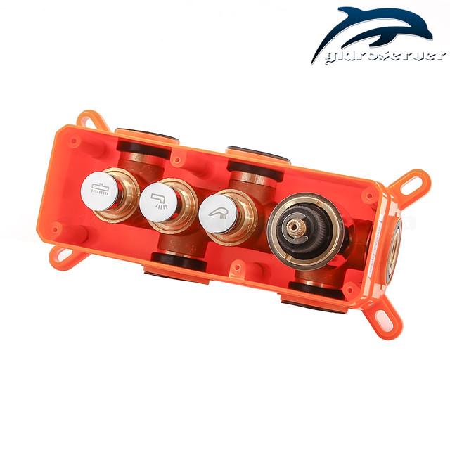 Смеситель скрытого монтажа для душа термостатический GTB-03 с удобным кнопочным механизмом для переключения режимов работы.