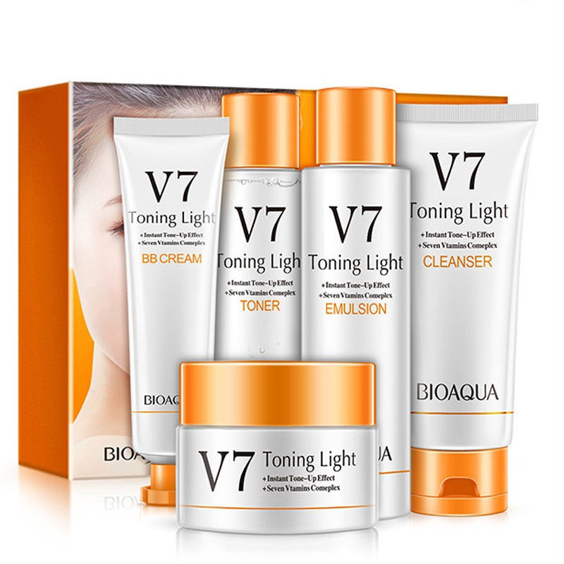 Набор косметики с витаминным комплексом BIOAQUA V7 Toning Light Vitamins