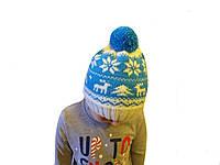Детская шапка с оленями и снежинками