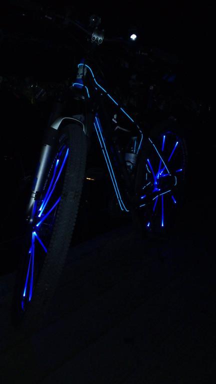 Освещение велосипеда Холодным неоном третьего поколения диаметр 5,0мм
