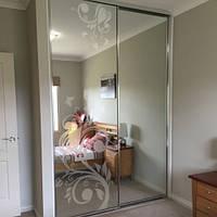 Матовая полупрозрачная пленка на зеркало шкафа купе Тюльпан (виниловая, самоклеющаяся, на стекло и зеркало)
