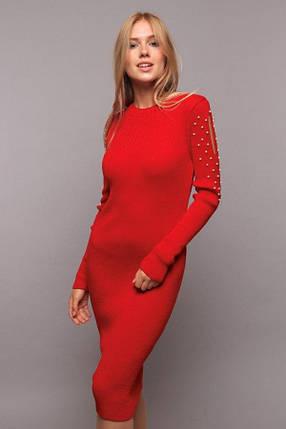 Яркое вязанное платье украшенное жемчугом на рукавах цвет красный, фото 2
